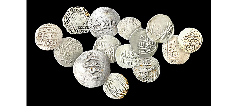В мавзолее суфийского шейха Абу Саида Абул Хайра туркменские исследователи обнаружили серебряные монеты